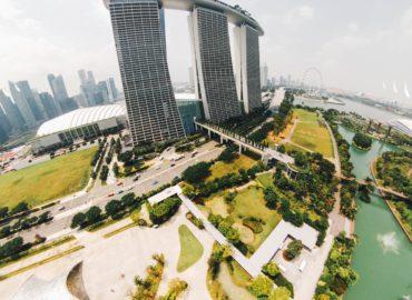 A Singapour, l'empowerment collectif peine à se développer du fait du poids de la discipline et des normes sociales, des comportements de déférence, du manque d'esprit critique illustrationThanks to chuttersnap for sharing their work on Unsplash